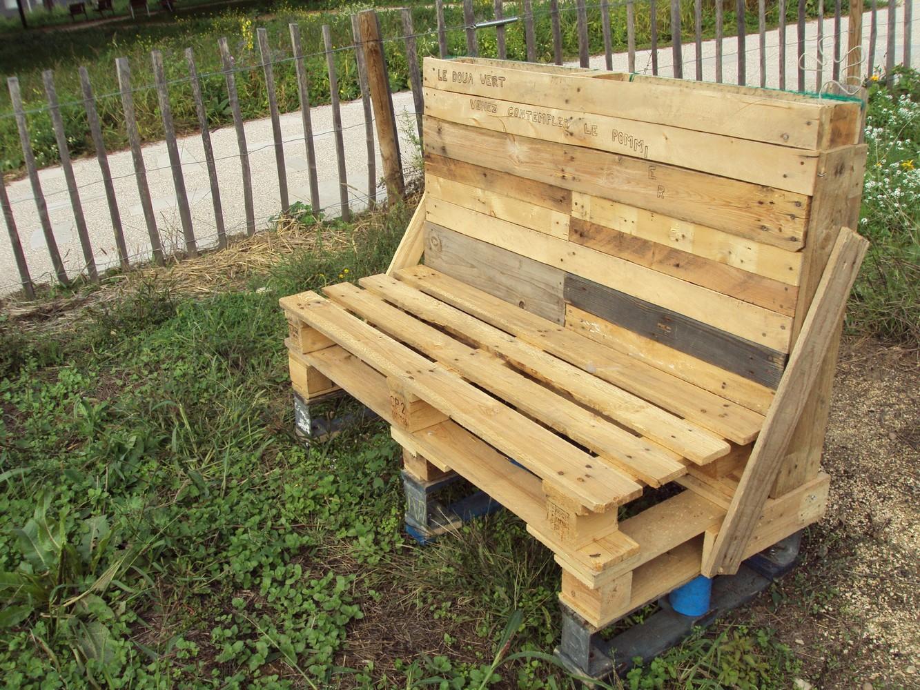 fabrication d un banc de jardin en bois les. Black Bedroom Furniture Sets. Home Design Ideas