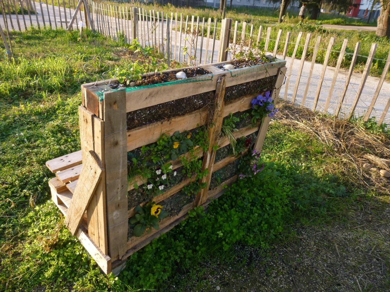 Carr Potager Palette Une Table De Jardinage Pour Faire Son  # Palette Pour Jardin Potager
